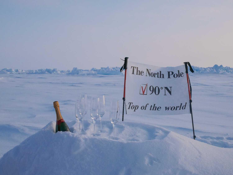 Det är inte  Luxury actions första expedition till Nordpolen, men den första med övernattning.