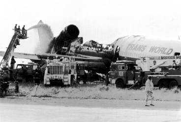 ALLA ÖVERLEVDE Flight 843 lämnade aldrig New York. Direkt efter starten störtade planet med 292 passagerare på en åker.