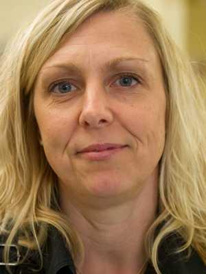 Lön: 27 200 kronor.  Sara Svanlund, 39. Examen: Ämneslärare årskurs 4-9. 13 år i yrket.  – Lönen bör motsvara ansvaret som uppdraget medför.