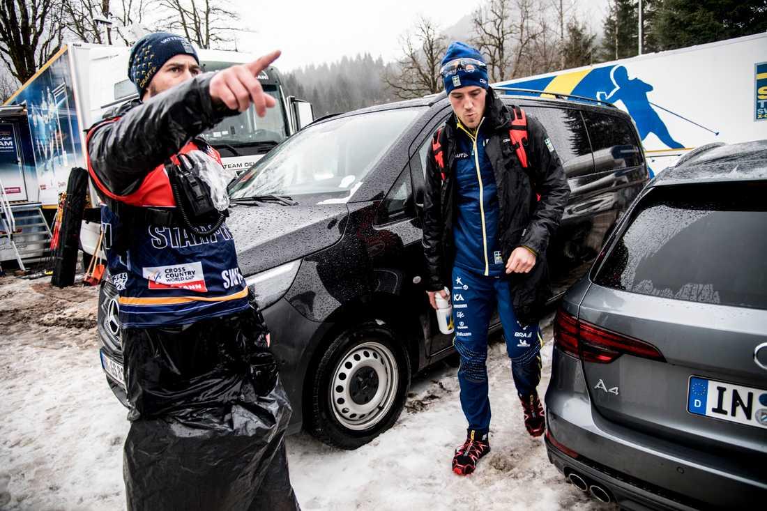 Här lämnar Calle Halfvarsson Tour de ski.
