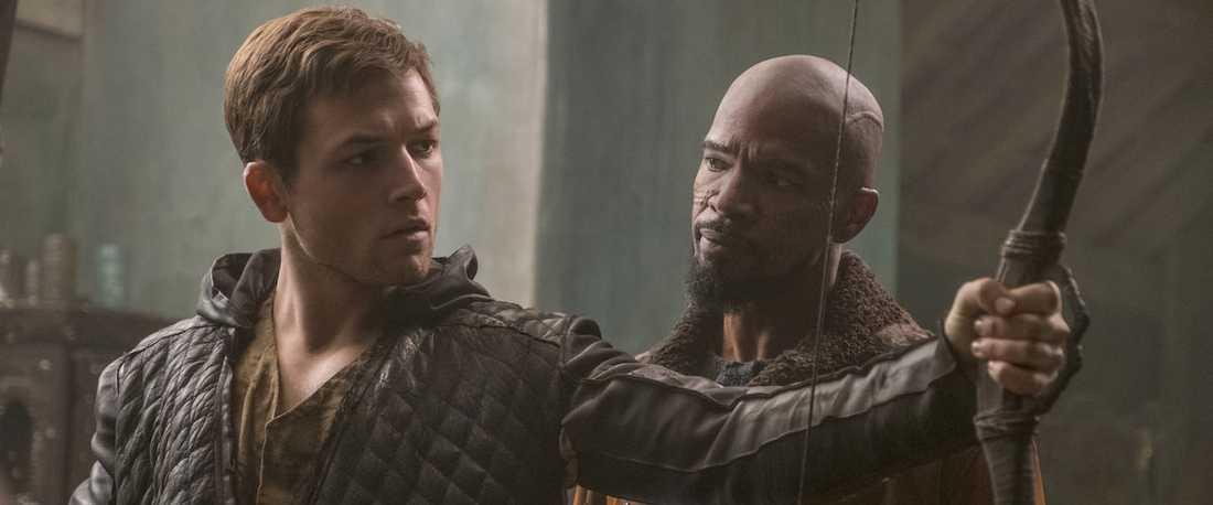 """Taron Egerton och Jamie Foxx i """"Robin Hood""""."""