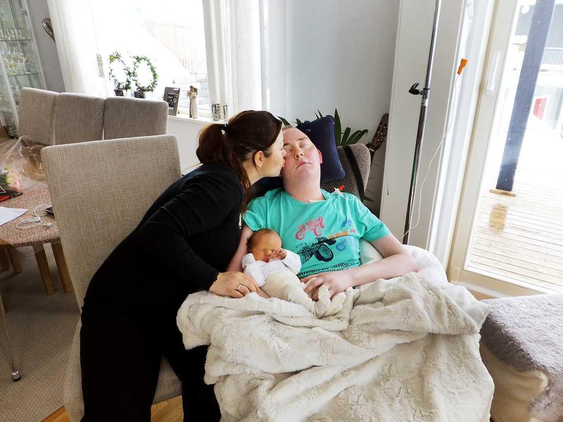 Cancersjuke Ole Espedal, 27, var dödsdömd - och hade bara ett mål under tiden han hade kvar: Att få träffa sin son.