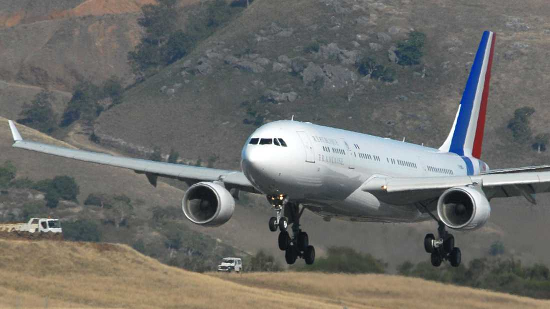 Frankrikes president reser numera i en lyxinredd Airbus 330.