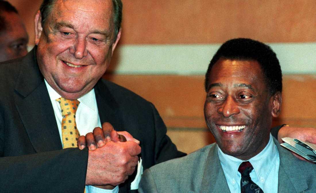 Lennart Johansson och Pelé 1998.