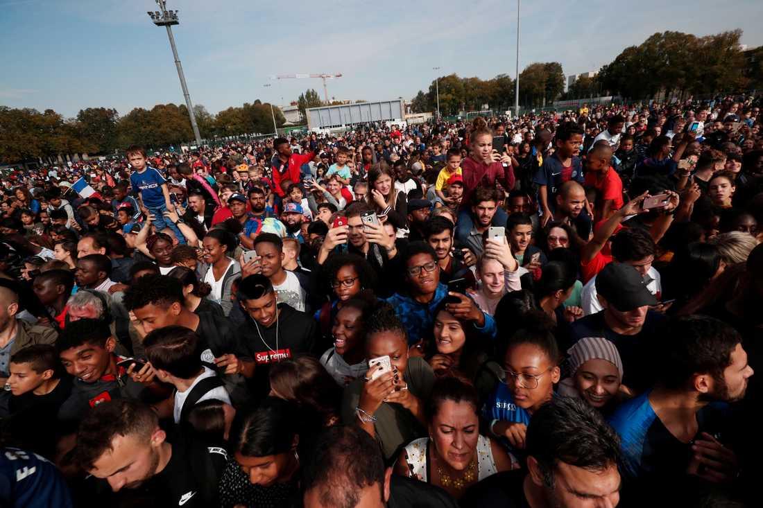 Tusentals hyllade Kylian Kbappé hemma i Bondy.