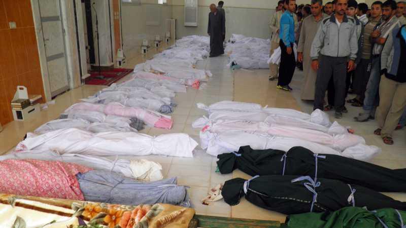 Döda kroppar, av dem många barn, innan begravning i staden Houla.