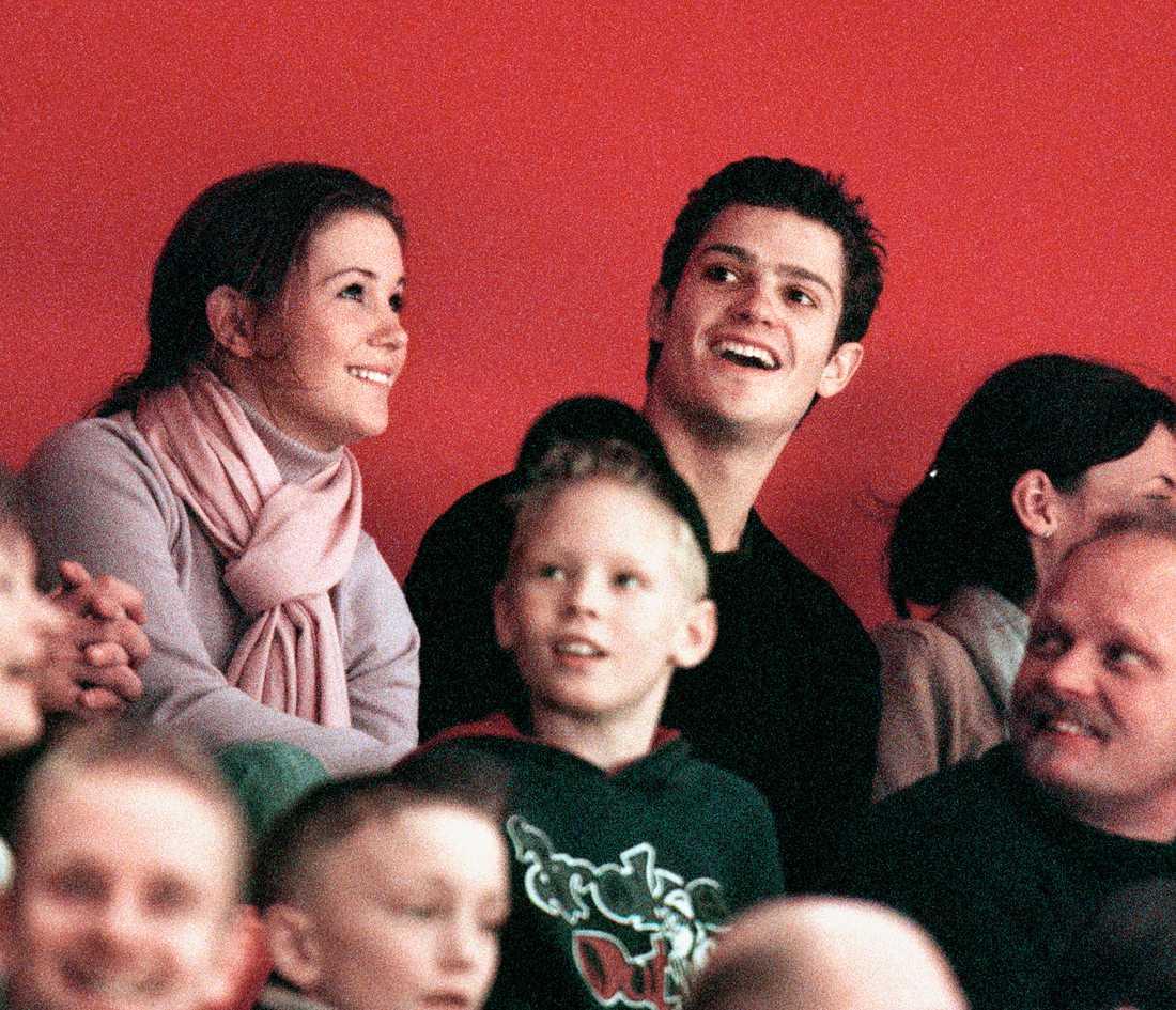 Här är ex-paret på hockey i Globen 2001.