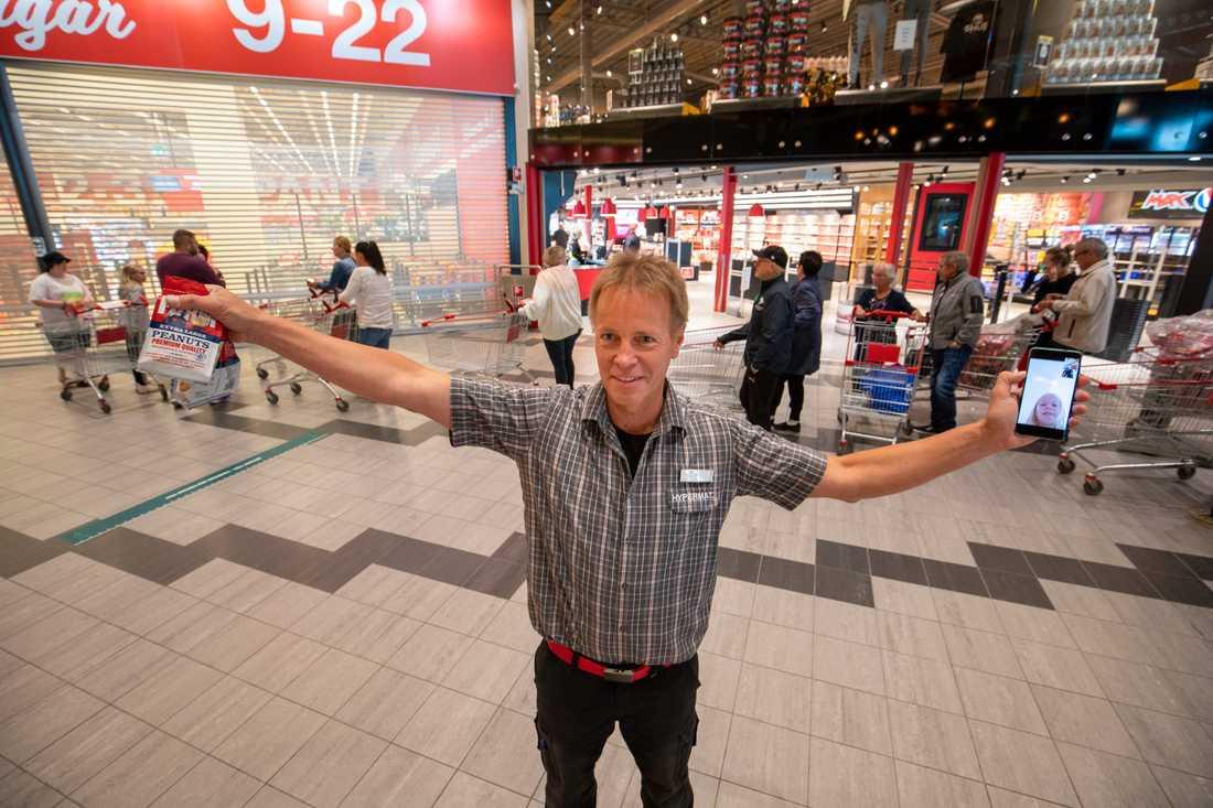 Kaj Hänninen, vd för matbutiken Hypermat, var mycket nöjd över att återigen kunna välkomna norska besökare.