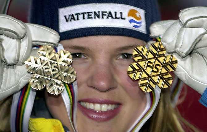 Guld och brons ... och när mästerskapet 2001 summerades hade Anja ytterligare en medalj runt halsen   ett brons i storslalom.