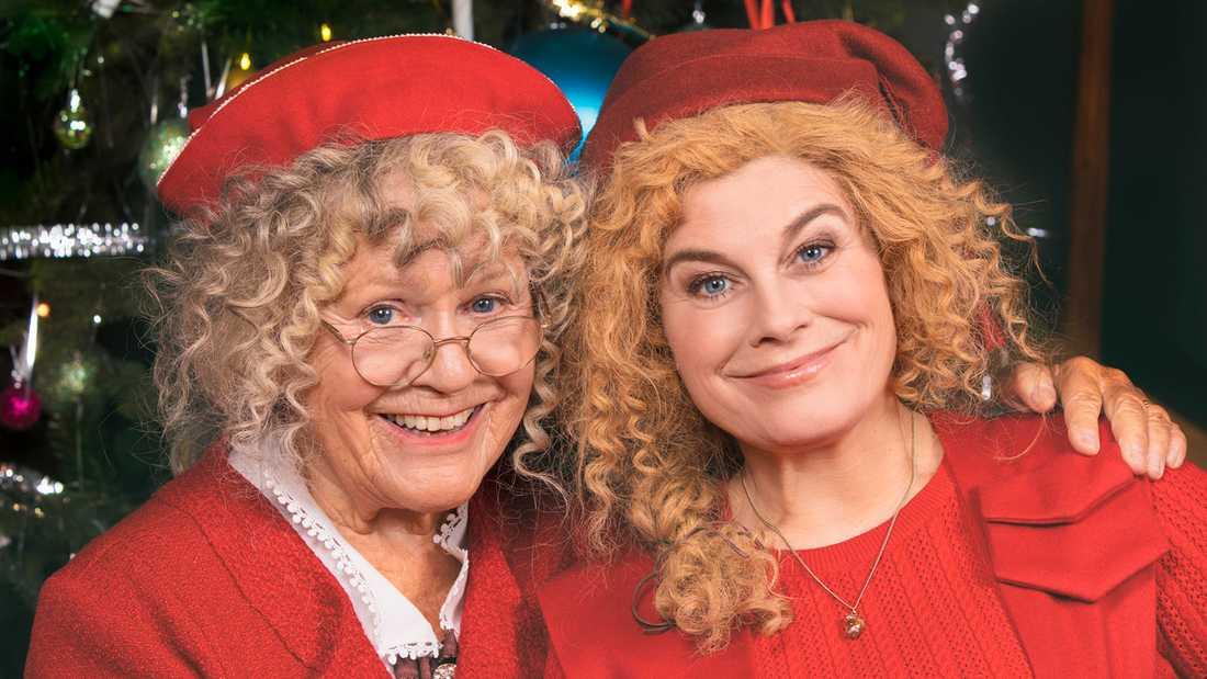 Mor och dotter i julkalendern 2019, där Christina Schollin spelar mot Pernilla Wahlgren.