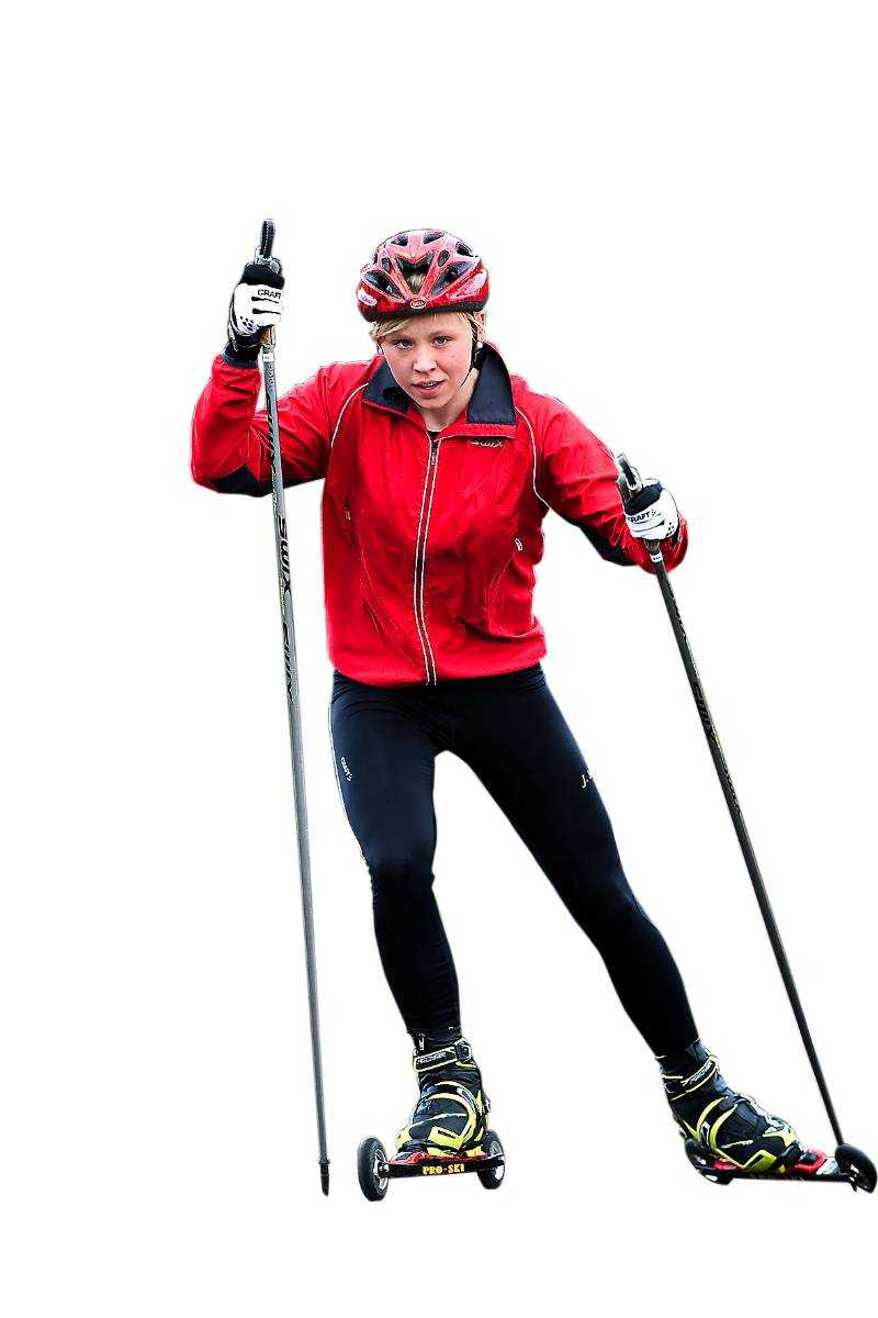 Julia Svan kunde inte träna skidåkning under hela förra säsongen. Nu ser hon framåt igen.