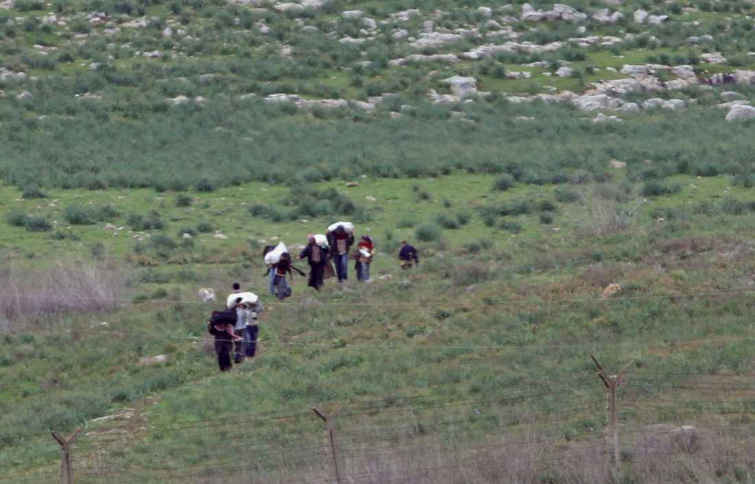 Syrier flyr oroligheterna i hemlandet över gränsen till Turkiet.