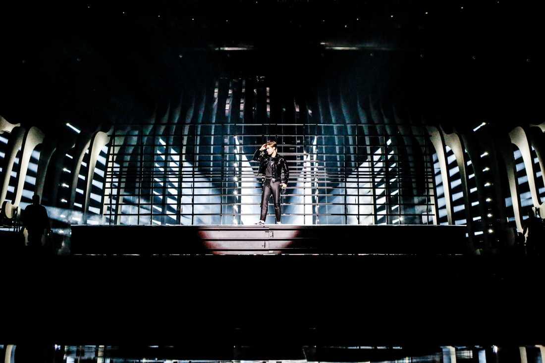 Benjamin Ingrosso under andra repet på Eurovisions scen i Altice Arena i Lissabon