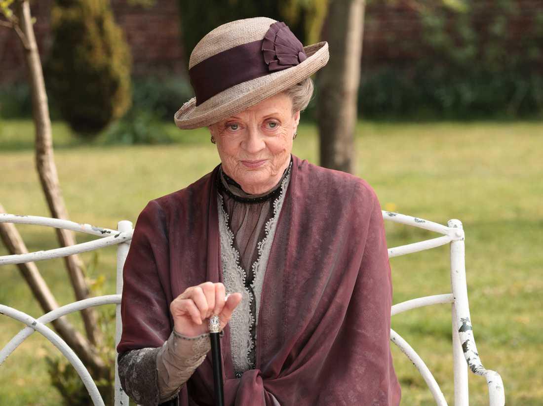 Maggie Smith som änkegrevinnan.