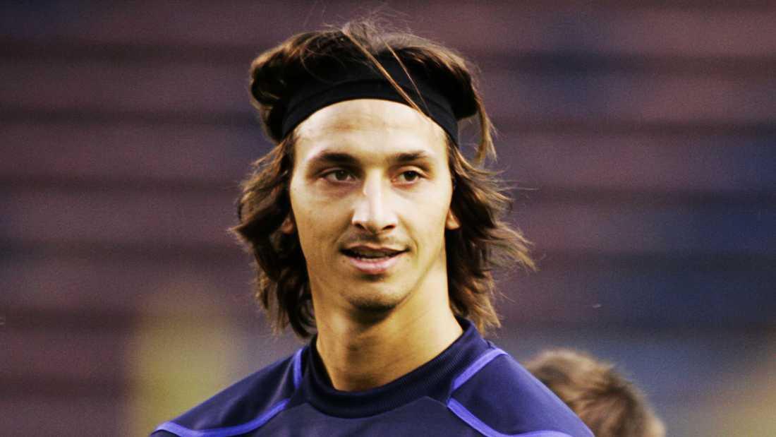 Pannband Hösten 2008 var håret ännu längre. Då tränade Zlatan med landslaget – i bannband.
