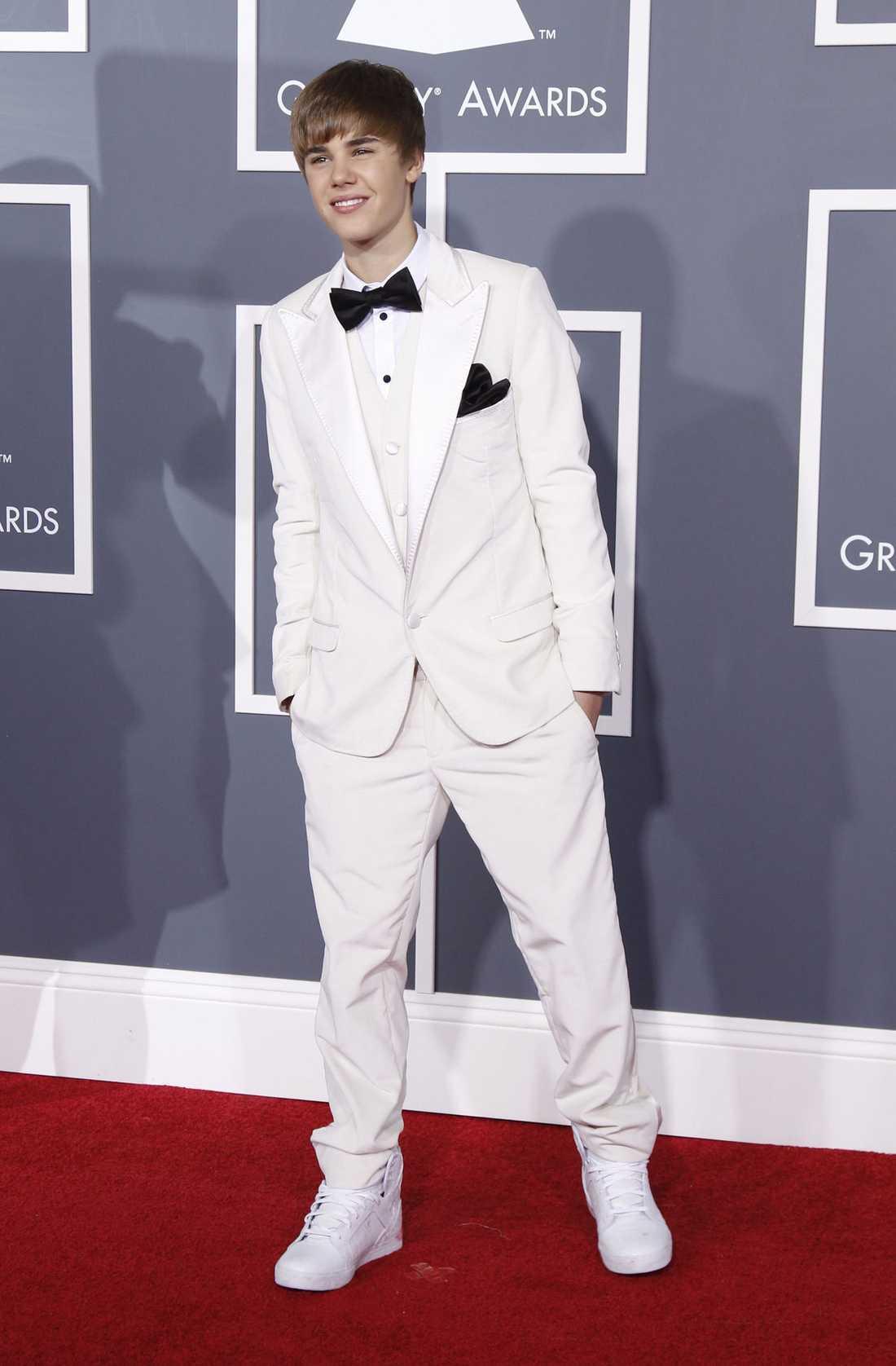 Justin Bieber kom klädd i vitt!