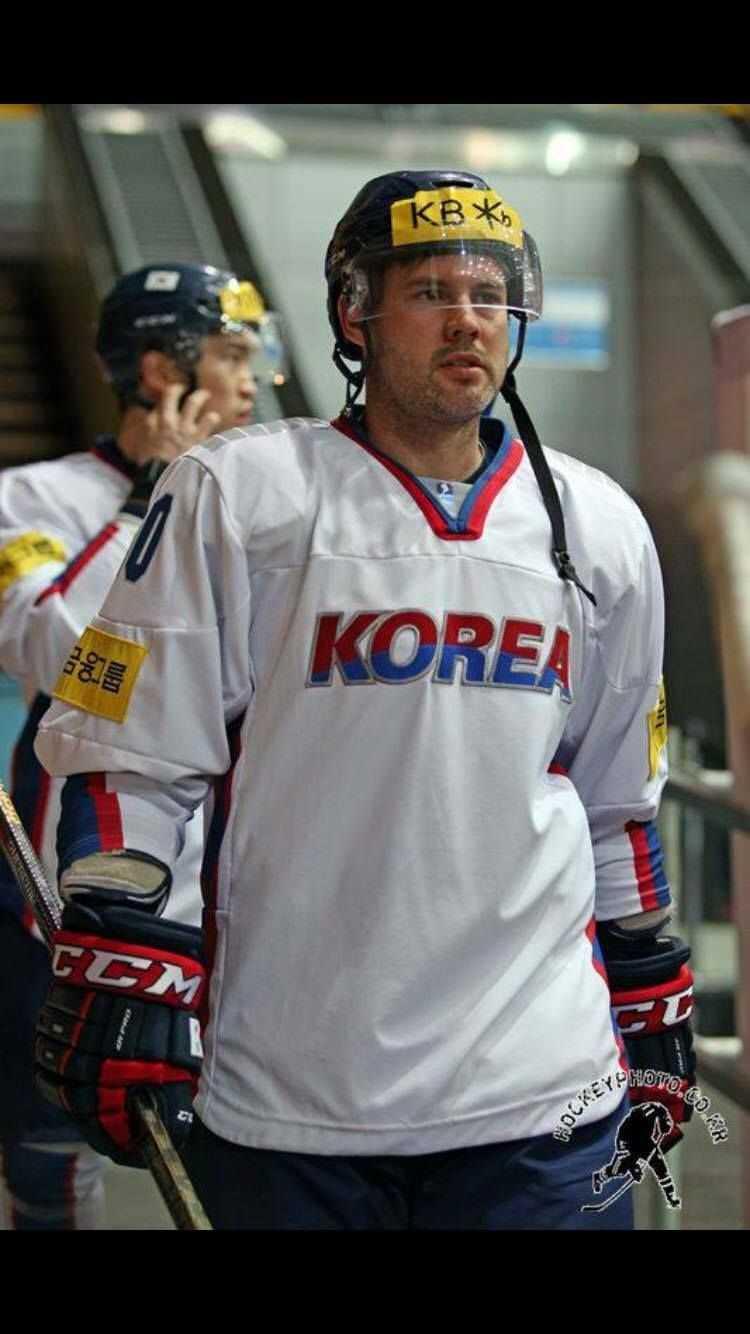 Mike Swift leder poängligan i Asian League med 42 poäng på 26 matcher.