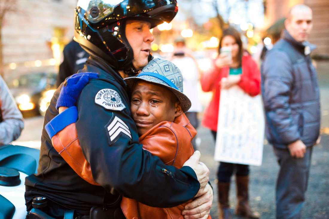 Devonte, 15, blev känd 2014 när han omfamnade en polis i samband med protesterna efter polisskotten i Ferguson.