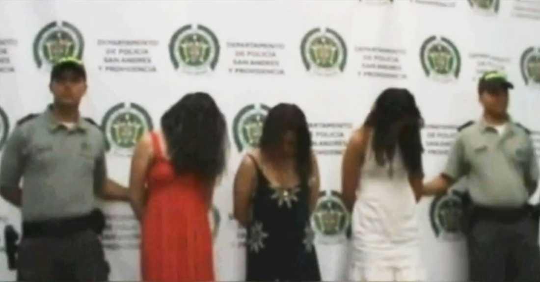 Vid upptäckten ska alla tre har brustit ut i gråt.