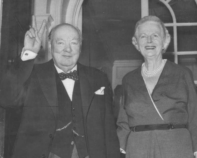 """2. Storbritanniens gamle premiärminister Winston Churchill skrev 1935 ett brev till sin fru Clementine där han förklarade sin eviga kärlek till henne """"Min älskade Clemmie, Du skrev några ord till mig om att jag hade berikat ditt liv. Jag kan inte ens förklara vad det betyder för mig, för jag har alltid känt mig så överväldigande i din skuld, när det kommer till kärlek för oss två. (…) Med ömsint kärlek från din hängivne, W."""""""