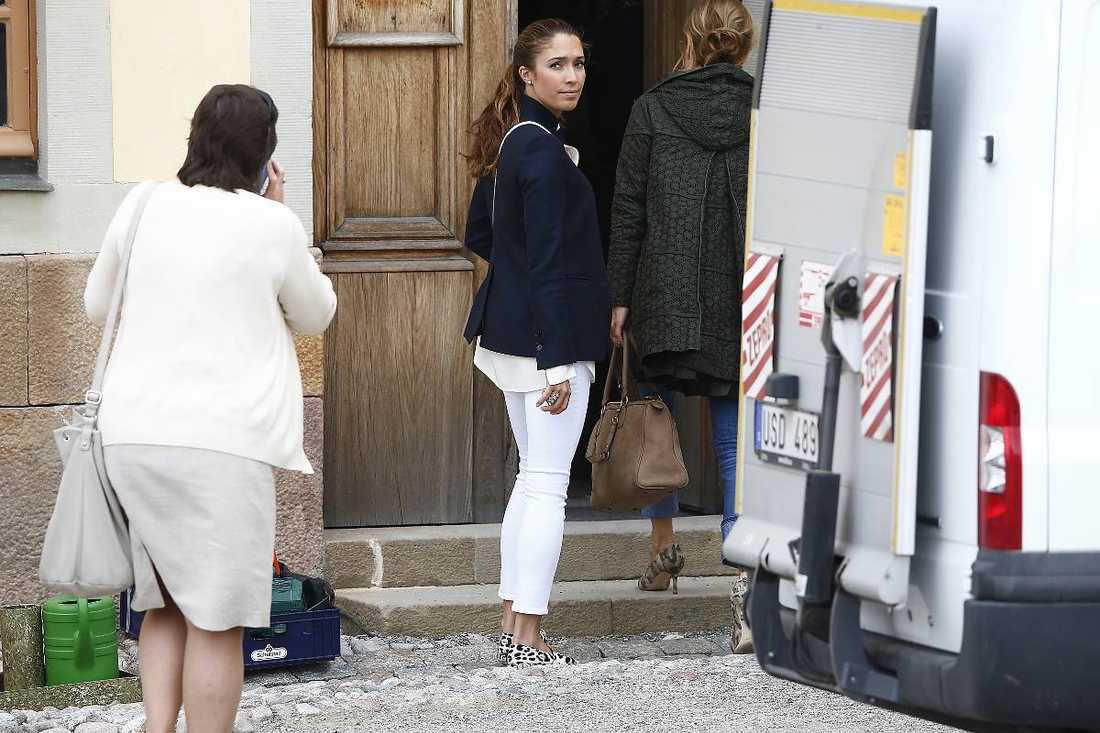 "Louise ""Lussan"" Gottlieb på väg in i Slottskyrkan på Drottningholm."