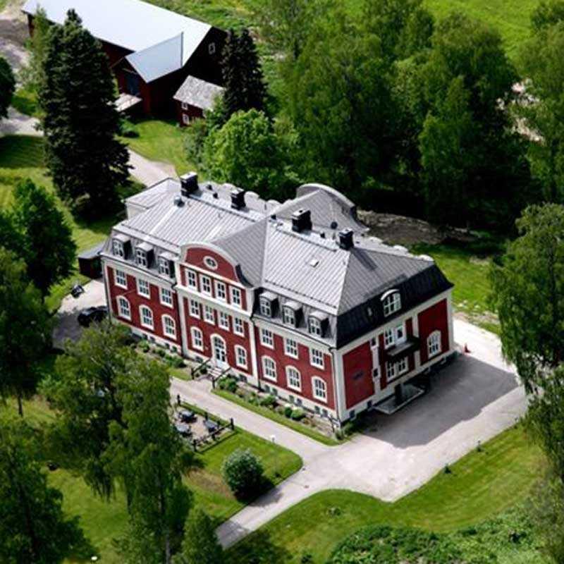 Glava herrgård, ett av husen som finns till salu.