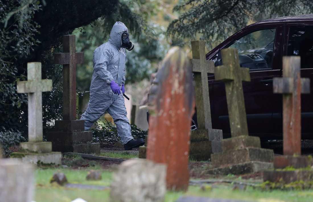 Polis jobbar vid kyrkogården