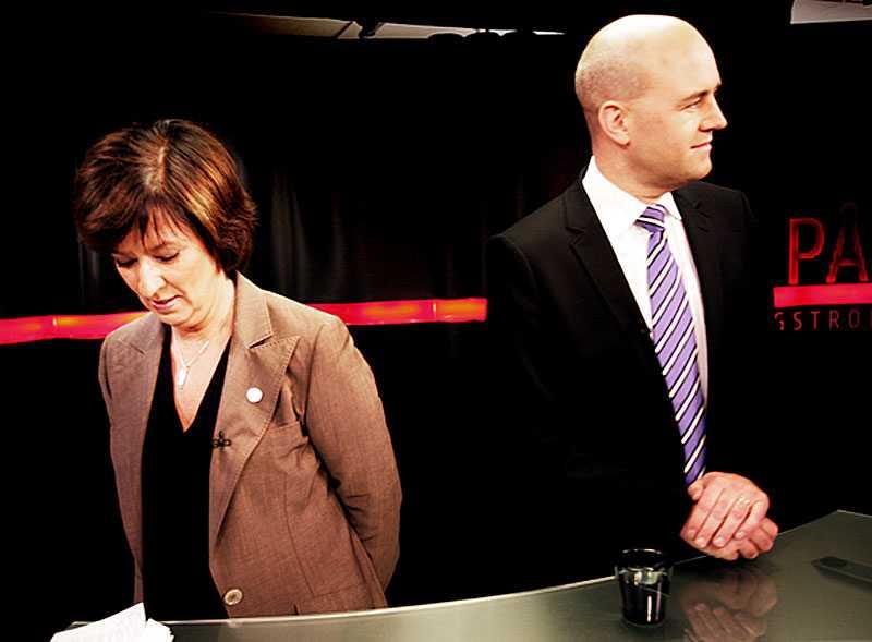 Nu är Piratpartiet ute efter Mona Sahlin (S) och Fredrik Reinfeldt (M). Skrällpartiet vill ha en vågmästarroll efter valet 2010.