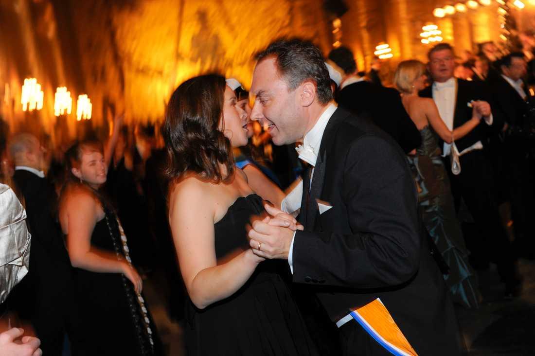 Rom nästa. Liberalernas tidigare partiledare Jan Björklund blir ambassadör i Italien. Bilden från Nobelbanketten 2009, där Björklund dansade med MP:s dåvarande språkrör Maria Wetterstrand. Arkivbild.