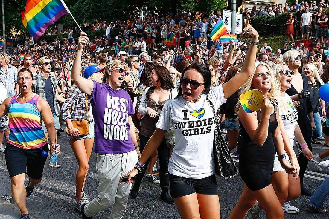 Prideparaden i Stockholm 2012. I år deltar Laetitia från Ryssland som fruktar för sitt liv i sitt hemland.