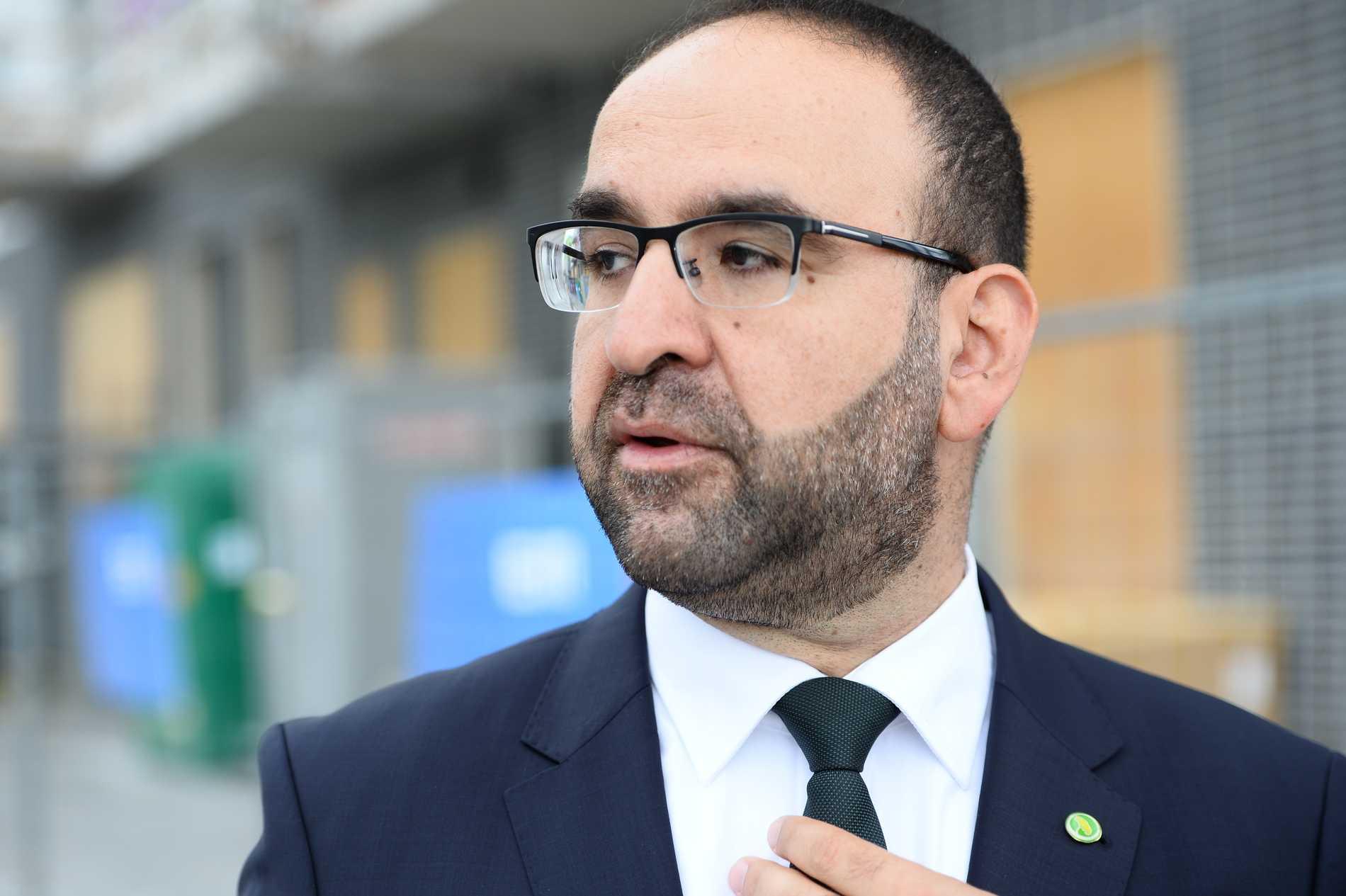 Mehmet Kaplan (MP).