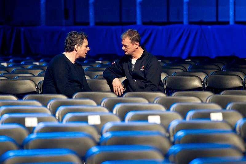KRISMÖTE MED BJÖRKMAN Efter att ha blivit utfrågad av Janne Josefsson satte sig Flinck med Christer Björkman.
