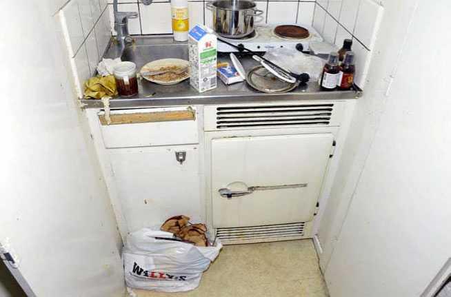 Köket i en av de åtalades lägenhet.