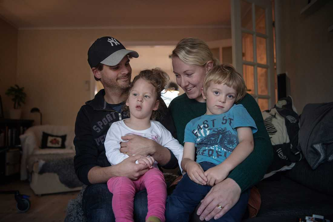 Familjen har avlösarservice 40 timmar i månaden med Elvira för att Torbjörn och Annie skulle få mer tid med sonen Filip, 4, som inte alltid fick den uppmärksamhet han behövde.
