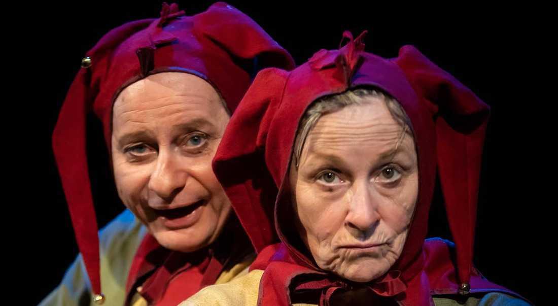 """Per Sandberg och Gunilla Röör i """"Par i narrar"""" på Teater Giljotin i Stockholm."""