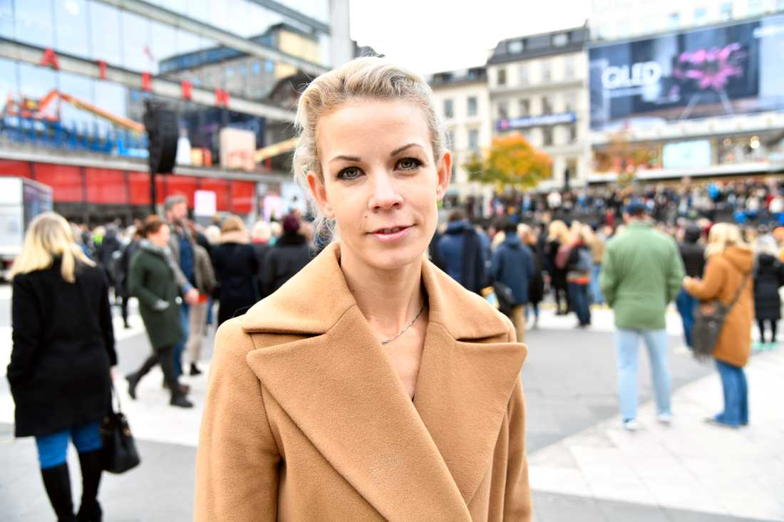 Anna König Jerlmyr talade på manifestationen i Stockholm