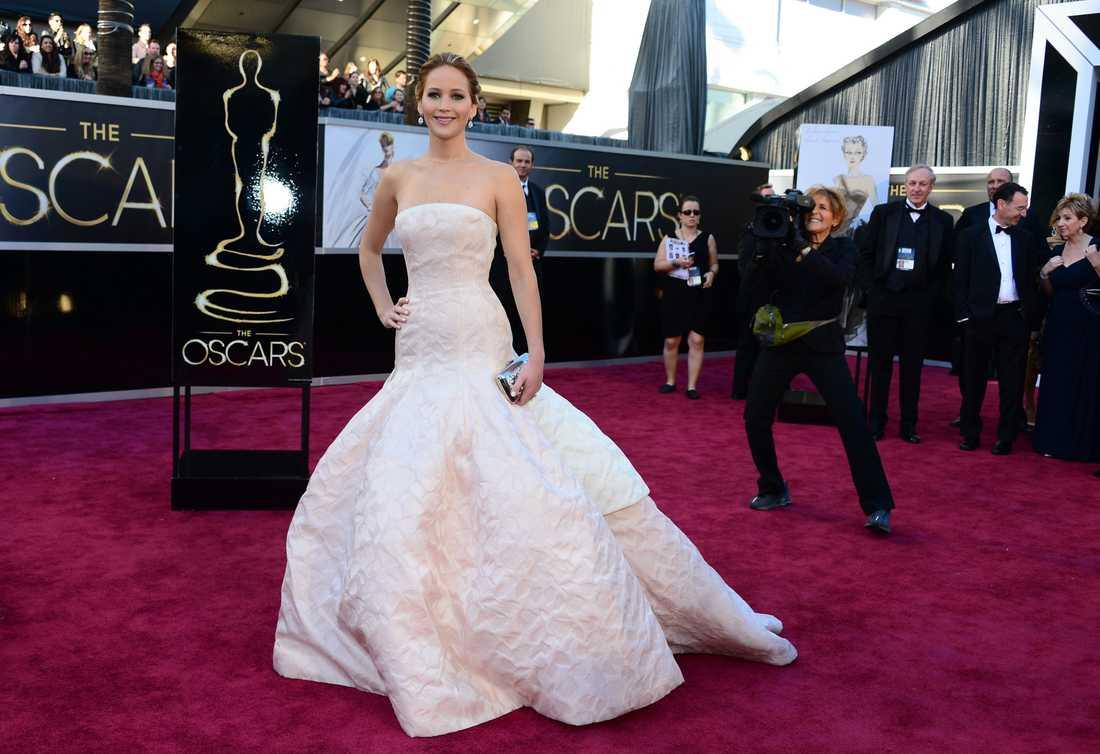 Jennifer Lawrence Spana in halsbandet! En liten detalj som gör helheten. En vinnarklänning även om jag hade önskat något annat än axelbandslöst. Igen. Men Jennifer strålat i Dior. Vilken Hollywoodklassiker.
