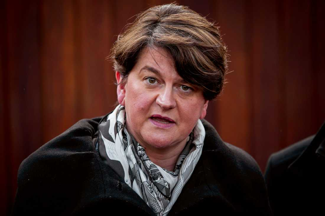 Arlene Foster leder nordirländska unionistpartiet DUP. Hon sitter dock själv inte i det brittiska parlamentet, där stödet från de tio DUP-ledamöterna är nödvändigt för att ge Konservativa partiet en majoritet. Arkivbild.