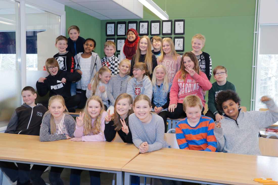"""På Björkbergsskolan går 220 elever, och många av dem är födda i andra länder. Under hela våren har de arbetat med projektet """"Barn föds inte med fördomar""""."""