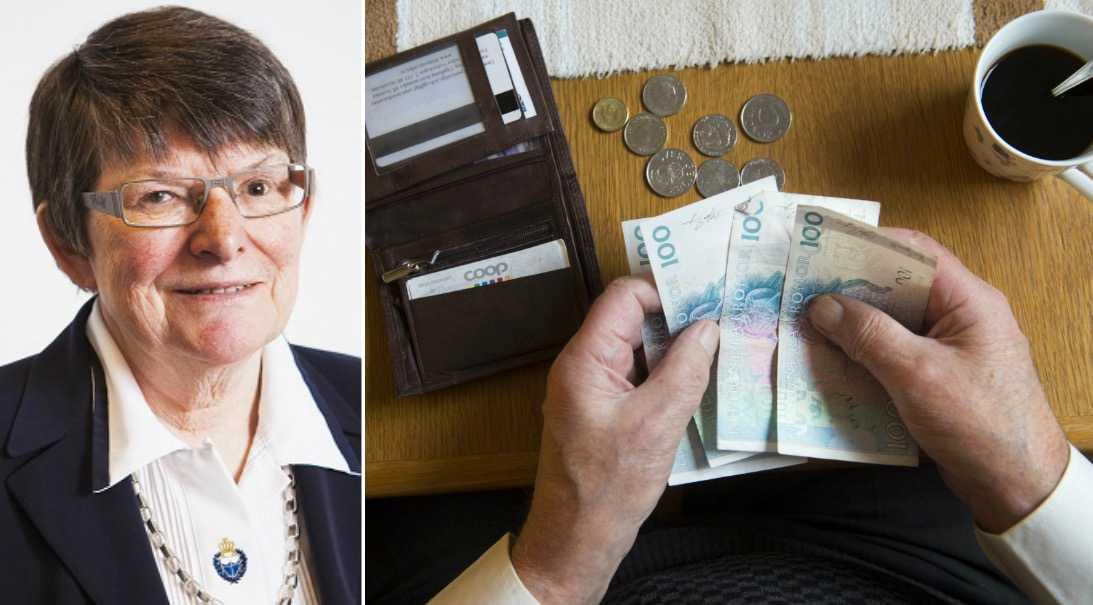 Nära hälften av landets pensionärer har inkomstnivåer som i andra sammanhang anses ovärdiga, skriver debattören.