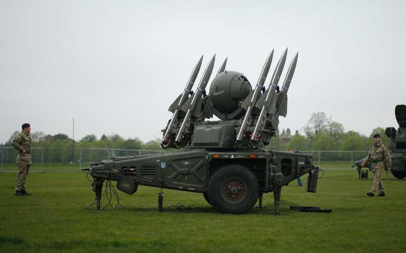 FRÅN MARKEN Den här missilen kan skjuta ner ett Boeing 747-plan om det behövs för att skydda OS-arenan från en terroristattack.