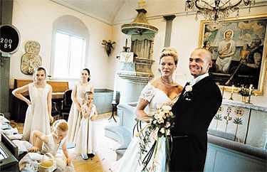 Från vårflört till bröllop   på ett år Maria Mejdahl och Janne Stenberg träffades förra våren på en nattklubb i Stockholm. För en vecka sedan gifte de sig i i Ingarö kyrka.  Det var kärlek vid första ögonkastet, där över dansgolvet , säger Janne.