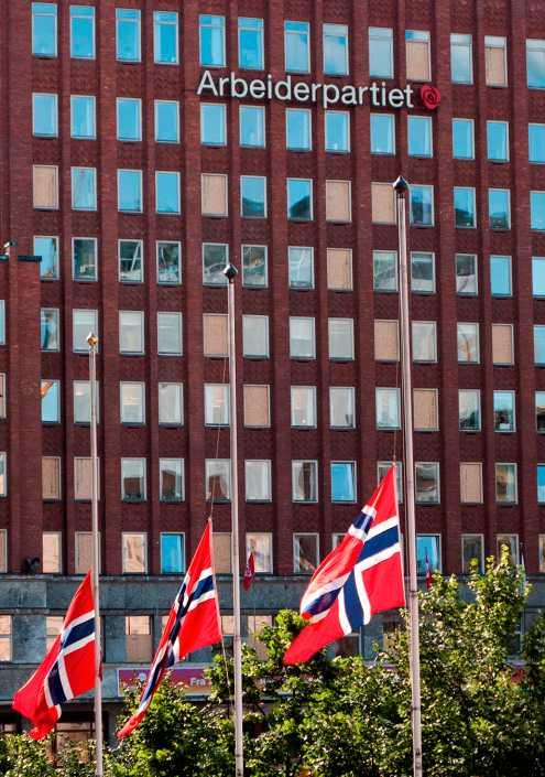 I Oslo vajade flaggorna på halv stång.