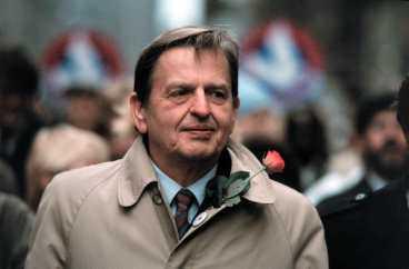 """Efter mordet på Olof Palme 1986 förhördes Alf Enerström flera gånger. Han misstänktes dock inte för inblandning i mordet. """"Men gärningsmannen kan ha varit en galning inom min organisation"""", sa han själv."""