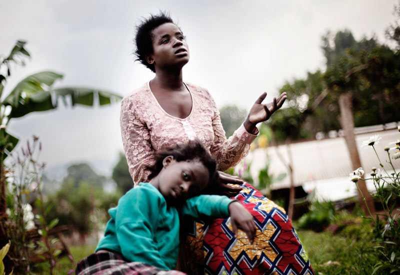 """Kongolesiska Emerance har döpt sin dotter till Ansima som betyder """"Gud älskar mig"""". Dottern är resultatet av en våldtäkt."""