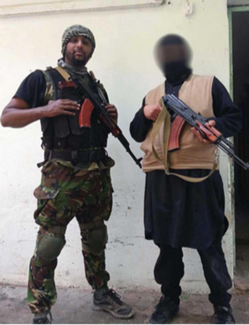 Al Amin Sultan (till vänster) är en av männen som döms till livstids fängelse för terrorbrott i Syrien.