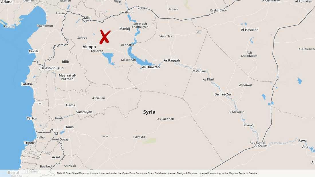 Minst 14 personer dödades och 33 skadades när en bilbomb exploderade i norra Syrien på lördagen, uppger det oppositionella Syriska människorättsobservatoriet.