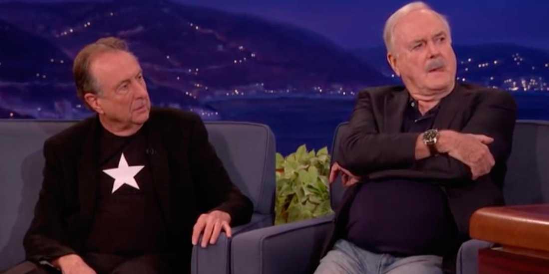 Eric Idle (höger) och John Cleese besökte pratshowvärden Conan O'Brien
