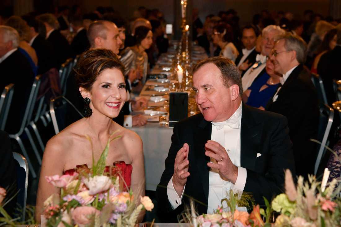 Karen S Kantor och statsminister Stefan Löfven under Nobelbanketten i Stockholms stadshus.
