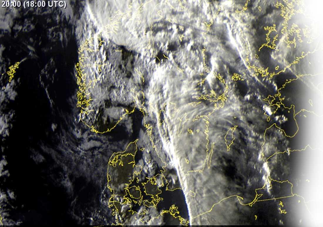 MOLNTÄCKE Satellitbild från måndagen. Källa: SMHI